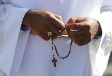 Padres vão a Roma e missas escasseiam | Felipe Iruatã I Ag. A TARDE
