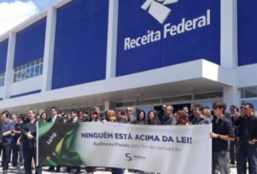 Auditores fiscais protestam contra suspensão de investigações da Receita Federal | Luan Borges | Ag. A TARDE