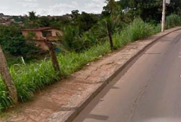 Uma pessoa fica ferida após carro cair em encosta   Reprodução I Google Street View