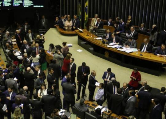 Câmara aprova flexibilização da posse de arma de fogo no campo | Fabio Rodrigues Pozzebom | Agência Brasil