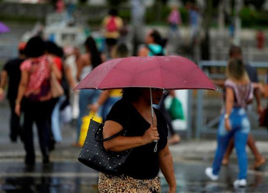 Chuva causa deslizamento de terra e ameaças de desabamento na capital | Raul Spinassé | Ag. A TARDE