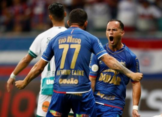 Com um a menos, Bahia arranca empate com o Goiás na Fonte Nova | Raul Spinassé | Ag. A TARDE