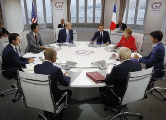 G-7 acorda sobre ajuda a incêndios na Amazônia 'o mais rápido possível' | Philippe Wojazer l AFP