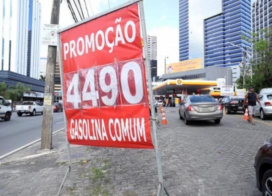 Preços da gasolina voltam a sofrer aumento e chegam a R$ 4,59 na Bahia | Uendel Galter l Ag. A TARDE