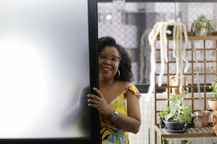 Doutora em psicologia, Jeane Tavares discute a saúde mental da população negra em perfis na internet