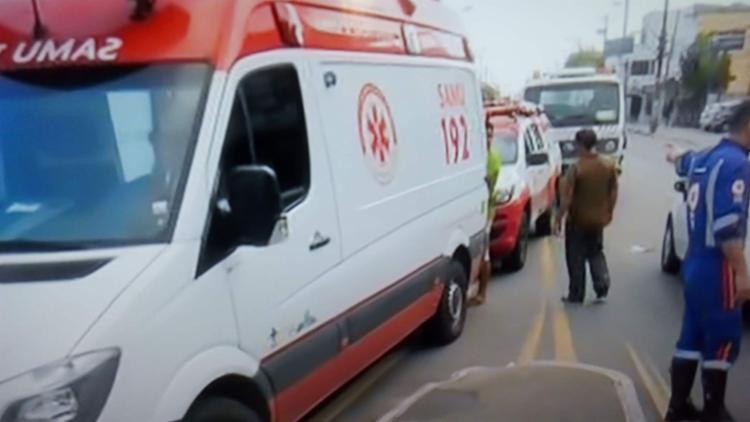 veículo permanece na via para ser periciado pelo Departamento de Polícia Técnica - Foto: Reprodução I TV Bahia