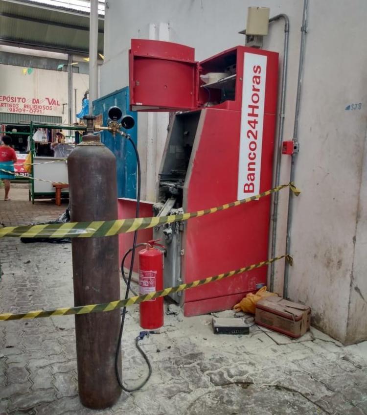Criminosos usaram maçarico para arrombar o caixa - Foto: Nicolas Melo I Ag. A TARDE