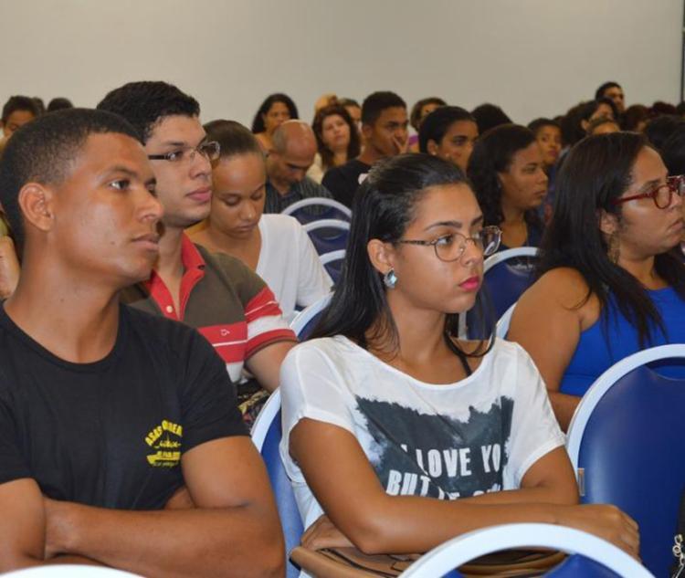 Curso vai contar com resoluções de questões de disciplinas exigidas no concurso - Foto: Divulgação