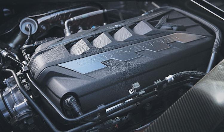 De fábrica com o motor V8 6.2 instalado na parte traseira