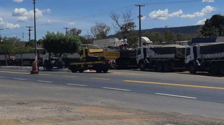 A operação teve como foco em coibir atitudes irregulares na utilização de veículos de transporte de carga - Foto: Divulgação   PRF