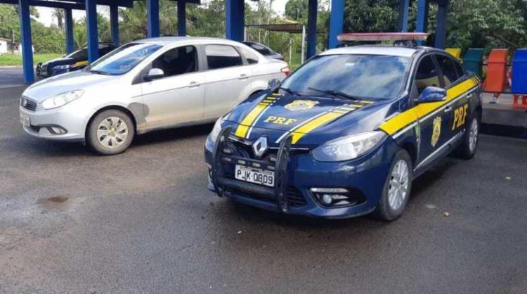 O automóvel foi abordado por agentes no KM 96 da BR-101 - Foto: Divulgação | PRF-BA