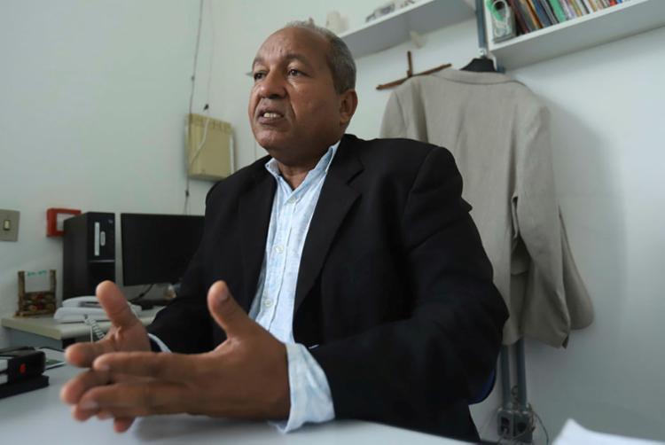Luiz Alberto Bonfim dirige a colônia penal