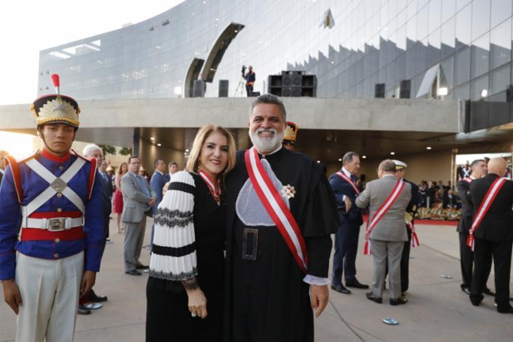 A desembargadora Maria Lourdes Linhares recebeu a honraria através do ministro Lélio Bentes - Foto: Divulgação