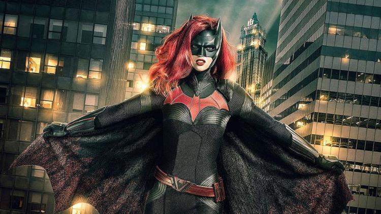 Ruby Rose surge como Batwoman em foto divulgada pelo canal CW - Foto: Divulgação
