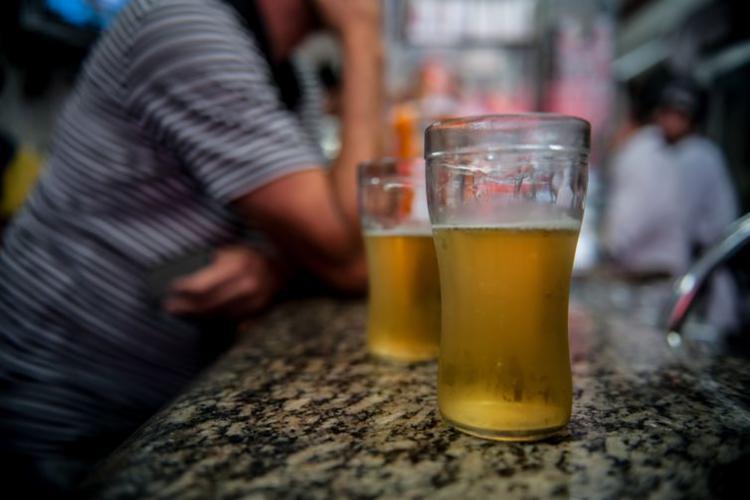 Mais de dois milhões de brasileiros têm traços de dependência da bebida alcoólica - Foto: Marcelo Camargo I Agência Brasil