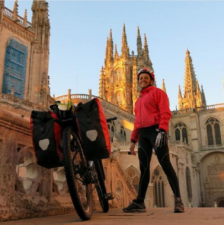Vera pediu demissão do trabalho e resolveu viajar de bicicleta - Foto: Reprodução | Instagram