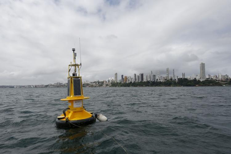 Pesquisadores realizaram primeira checagem do equipamento que terá dados disponíveis em dois sites - Foto: Rafael Martins l Ag. A TARDE
