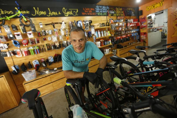 Maurício é dono da Terrasol Bike & Café - Foto: Fotos: Rafael Martins l Ag. A TARDE