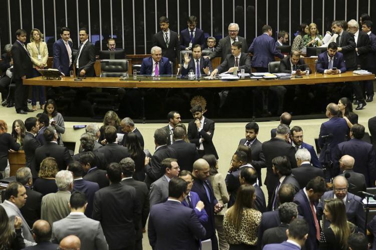 O texto-base foi aprovado por 345 votos a favor, 76 contras e uma abstenção - Foto: Fabio Rodrigues Pozzebom l Agência Brasil