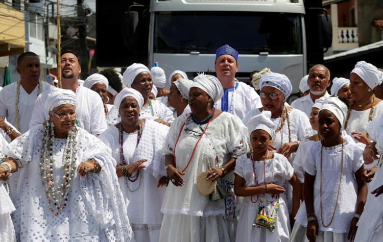 Os religiosos terminaram a manifestação no Terminal Turístico Mãe Mirinha de Portão - Foto: Adilton Venegeroles | Ag. A TARDE