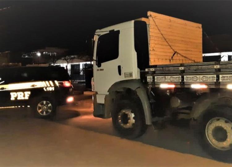 Veículo estava abandonado no acostamento da rodovia - Foto: Divulgação | PRF