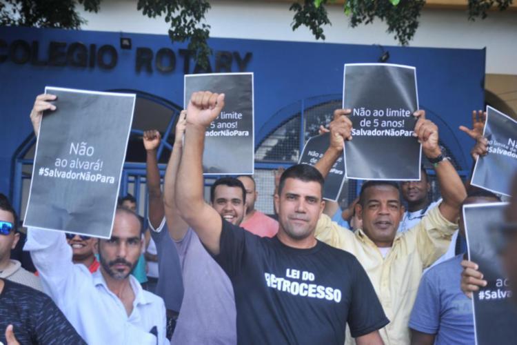 O protesto é contra o Projeto de Lei nº 258/18 que busca regulamentar o serviço na cidade - Foto: Felipe Iruatã | Ag A TARDE