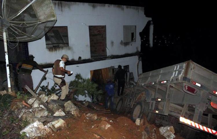 Motorista pulou do veículo ao perceber que carreta estava desgovernada - Foto: Divulgação | Texeira Hoje