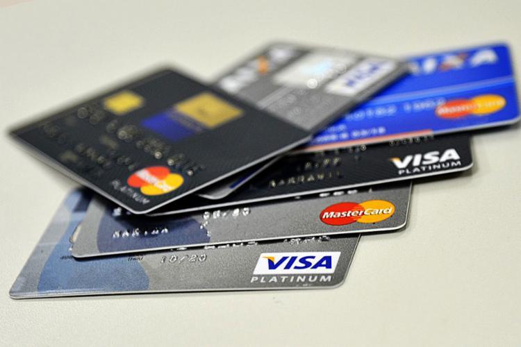 A quantidade de compras com cartões de crédito, débito e pré-pagos no período ultrapassou a marca de R$ 10,3 bilhões, o equivalente a 40 mil transações a cada minuto - Foto: Marcello Casal Jr l Agência Brasil