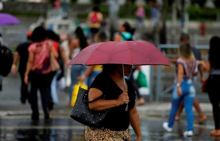 Entre este sábado, 17, e a segunda-feira, 19, o tempo continuará nublado na capital baiana - Foto: Raul Spinassé | Ag. A TARDE