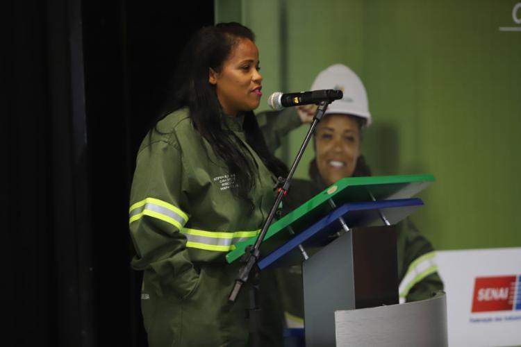 A ação promoverá a capacitação de mulheres para exercer atividades em instalações elétricas prediais e nas redes de distribuição de energia - Foto: Uendel Galter l Ag. A TARDE