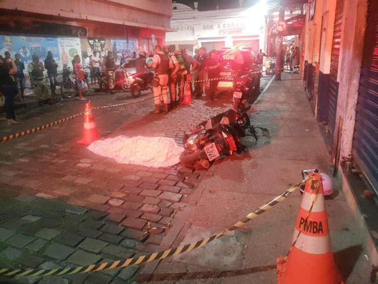 Vítima foi morta próximo da loja Insinuante na avenida J. J. Seabra na Baixa dos Sapateiros - Foto: Cidadão Repórter I Via WhatsApp