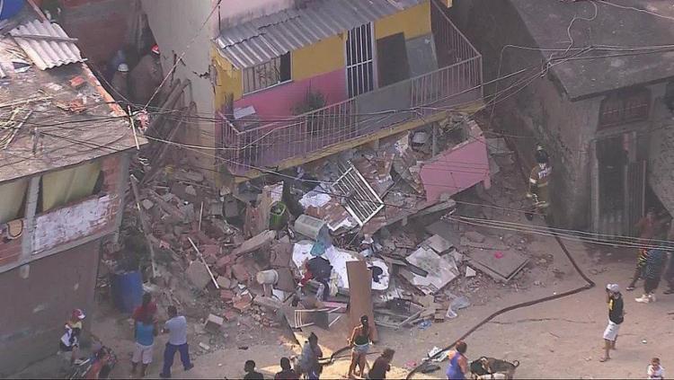 A moradia é uma construção irregular às margens do Rio Guerenguê - Foto: Reprodução | TV Globo