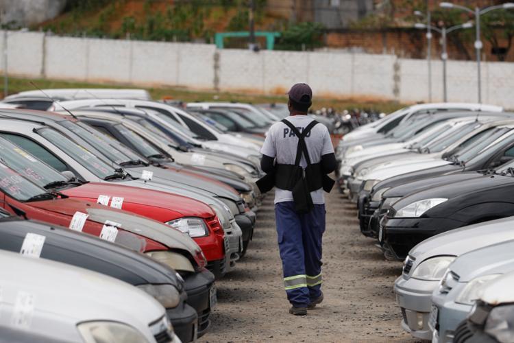 Além da oferta de veículos e de sucatas que podem ser aproveitadas, serão comercializadas também sucatas sem utilidade - Foto: Raul Spinassé   Ag. A TARDE