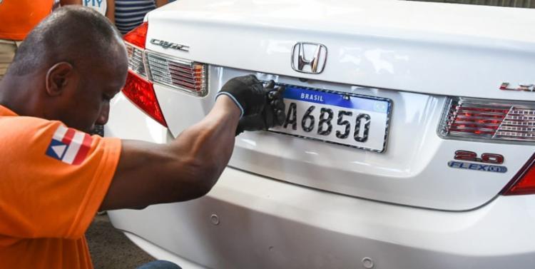 A placa Mercosul não é mais obrigatória nos casos de transferência de propriedade do veículo. - Foto: Divulgação