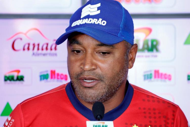 O treinador ainda não confirma, mas o venezuelano deve ganhar a vaga na meio-campo - Foto: Felipe Oliveira | EC Bahia