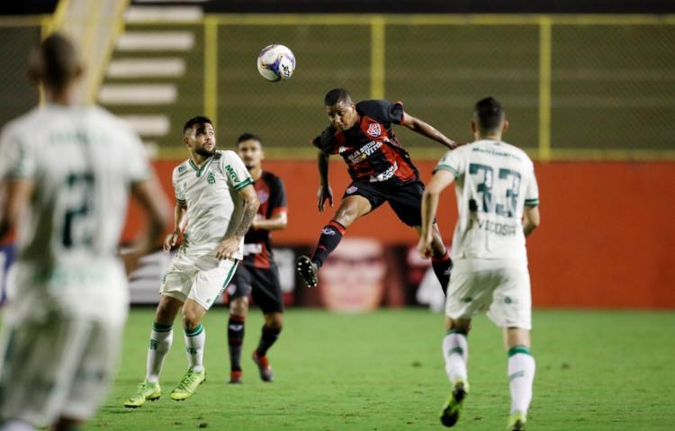 Rubro-Negro ainda teve um jogador a mais durante boa parte da segunda etapa - Foto: Adilton Venegeroles | Ag. A TARDE
