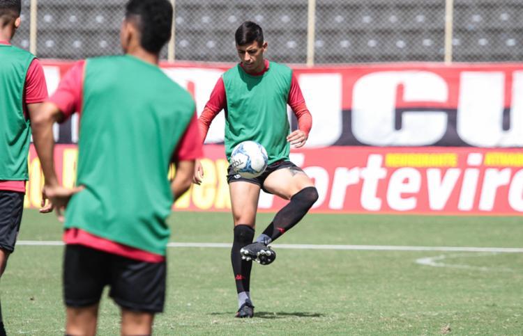 Sob o comando de Carlos Amadeu, os reservas fizeram trabalho em campo - Foto: Letícia Martins | EC Vitória