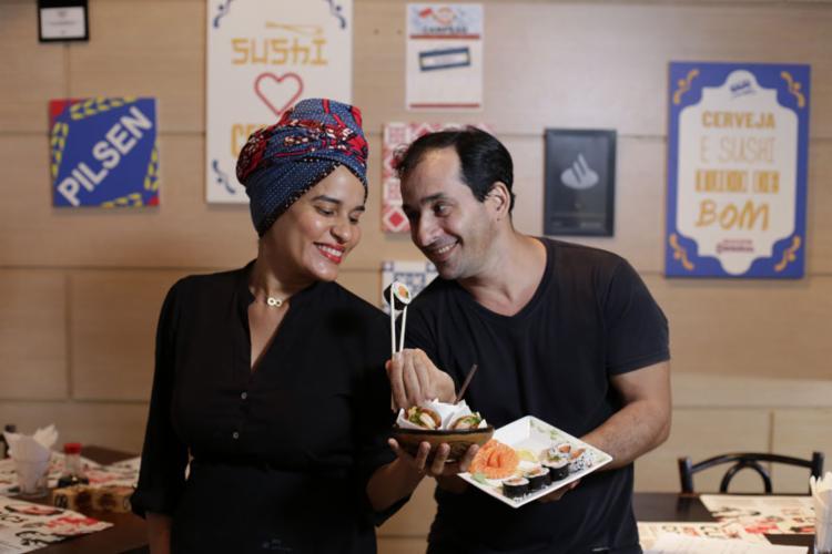 Lindiane e Aldo apostaram em um sushi bar - Foto: Raul Spinassé | Ag. A TARDE