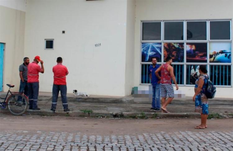 Gilberto Ceará foi atacado na cabeça com uma pedra de aproximadamente 5 kg enquanto dormia na calçada - Foto: Reprodução | Radar 64