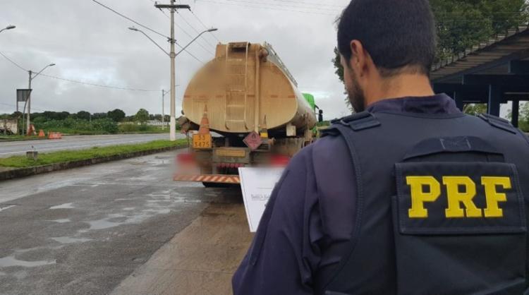 Motorista conduzia um caminhão-tanque - Foto: Divulgação | PRF