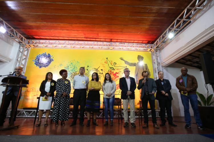 A quarta edição da Feira Literária de Mucugê (FLIGÊ) foi aberta na noite de quinta-feira (15), na histórica cidade da Chapada Diamantina. - Foto: Paula Fróes_GOVBA