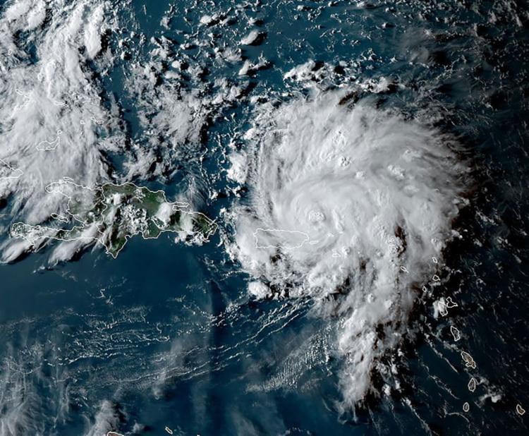 O furação se formou na tarde de quarta pouco antes de alcançar Porto Rico - Foto: Jose Romero l AFP