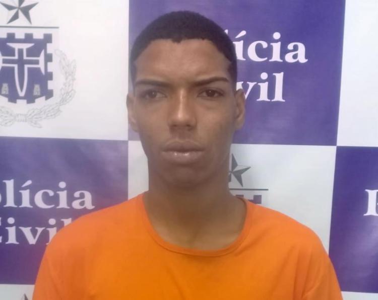 Gerson Alves dos Santos foi detido com 140 porções de maconha e 39 pinos de cocaína - Foto: Divulgação | Polícia Civil