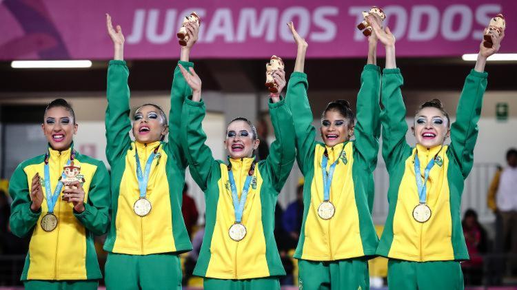 Beatriz, Camila, Deborah, Nicole e Vitória foram ouro no conjunto - Foto: Wander Roberto l COB