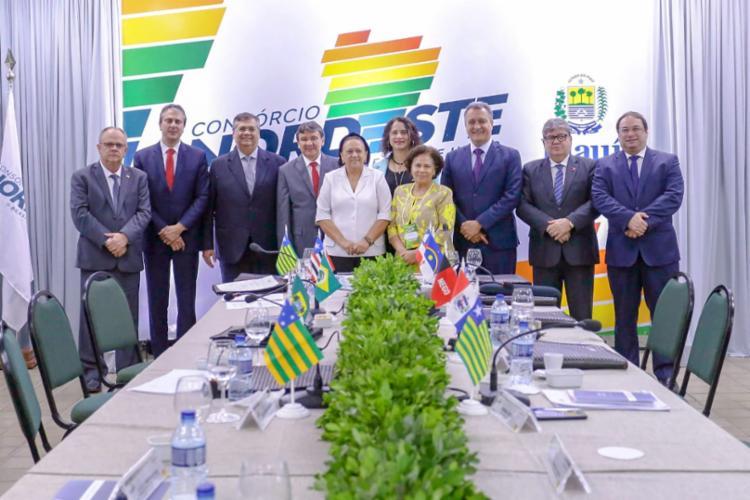 Governadores do Nordeste se reuniram em Teresina para discutir assuntos comuns aos estados, visando alavancar o crescimento da região. - Foto: Roberta Aline_divulgação