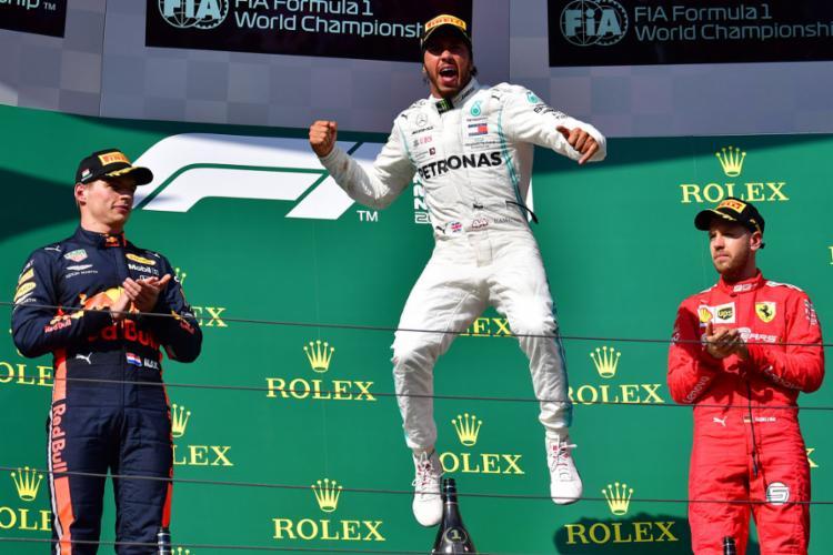 O piloto da Mercedes teve uma exibição impecável e protagonizou com o rival da Red Bull uma corrida à parte - Foto: Andrej Isakovic l AFP