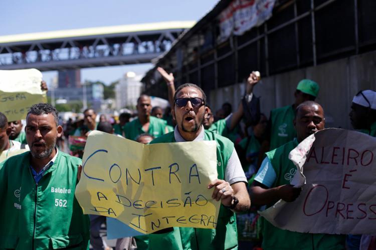 Baleiros pedem regularização da função - Foto: Raul Spinassé | Ag. A TARDE