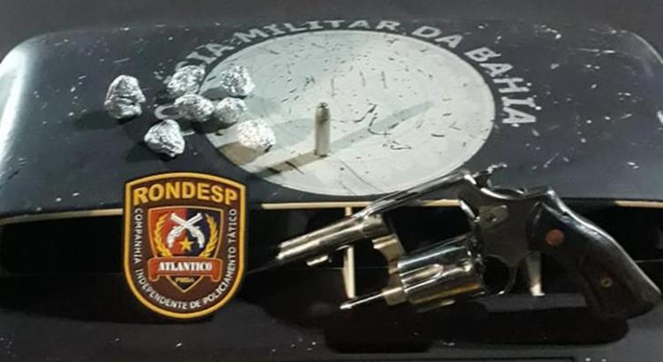 Além do revólver com munição intacta, o suspeito também foi apreendido com sete porções de maconha - Foto: Divulgação | SSP