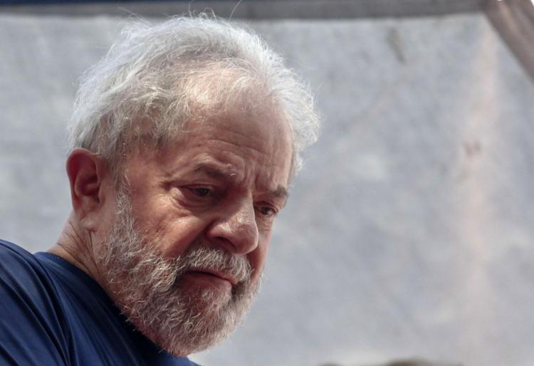 Lula está preso em regime fechado desde o dia 7 de abril de 2018 - Foto: Miguel Schincariol l AFP