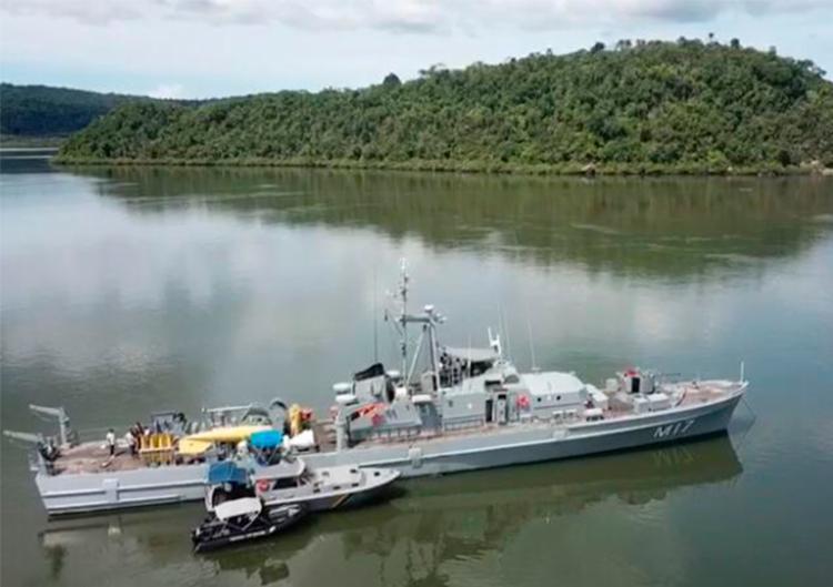 Com auxílio de embarcações, policiais chegaram a área de mangue onde grupo se escondia - Foto: Divulgação   SSP-BA